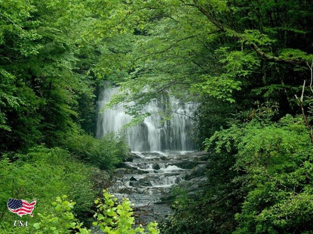 photos-of-beautiful-waterfalls-around-the-world- (6)