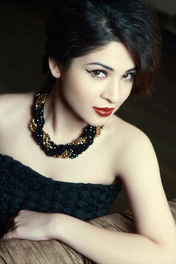 ayesha-omer-fashion-jewelry-photoshoot- (1)