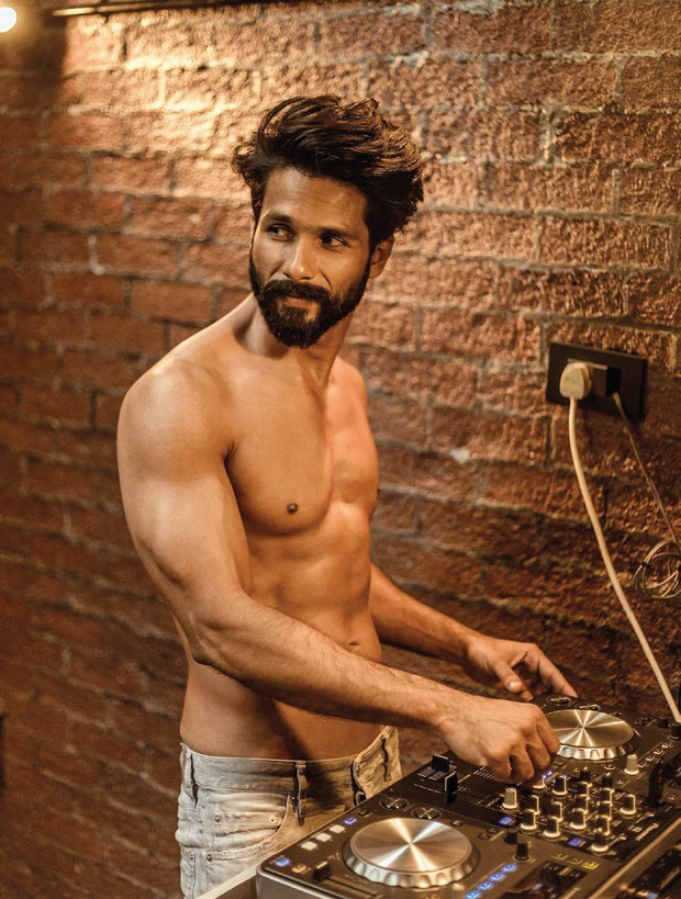 shahid-kapoor-photoshoot-for-filmfare-magazine-april-2017- (6)