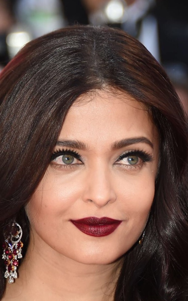 aishwarya-rai-in-red-gown-at-cannes-film-festival-2017- (5)