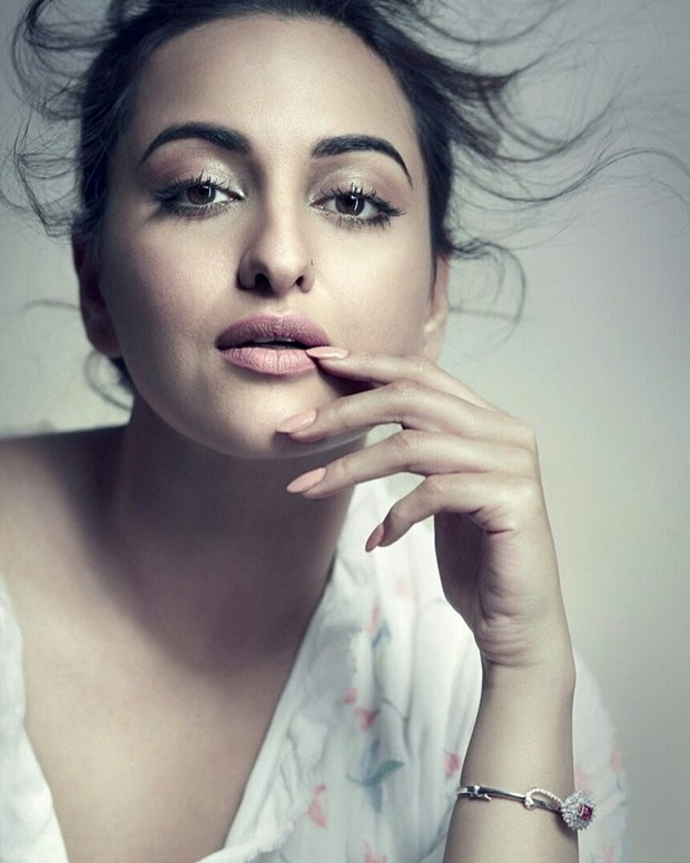 sonakshi-sinha-photoshoot-for-elle-magazine-june-2017- (3)