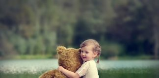 baby-hug-photos- (1)
