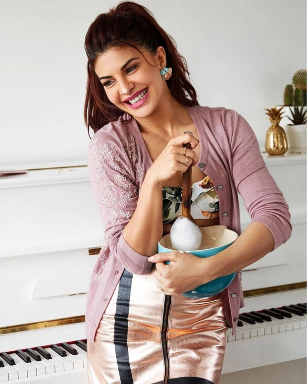 jacqueline-fernandez-photoshoot-for-casa-vogue-2017- (6)